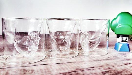 3 verres en forme de crane