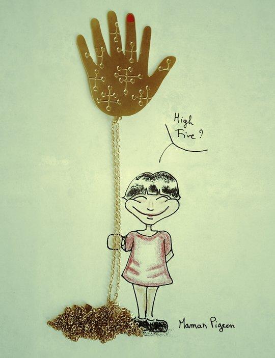 Une petite fille tient le sautoire de Alphabeta comme un ballon pour faire un high-five