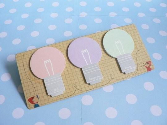 Set de trois post-it en forme d 'ampoules et aux couleurs pastels