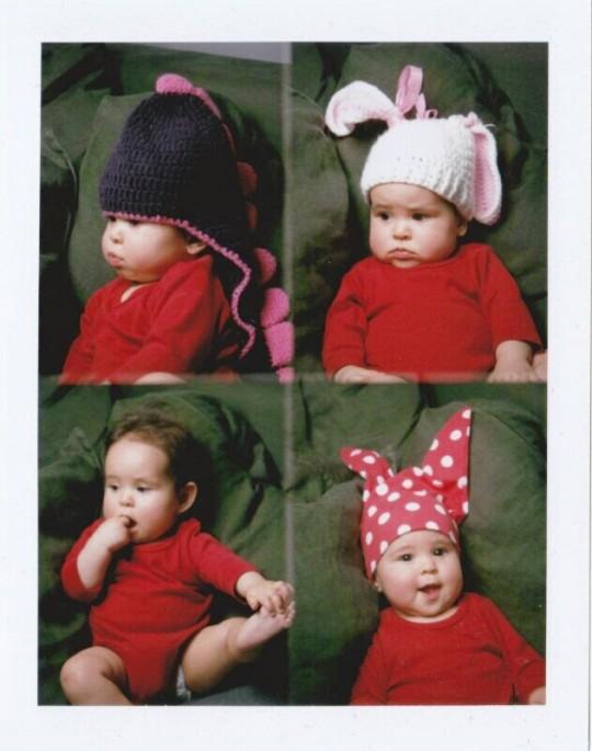 Boubou et des chapeaux improbables à 6 mois.